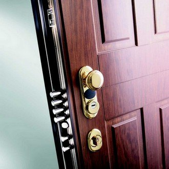 utiliser une porte blind e pour renforcer sa s curit. Black Bedroom Furniture Sets. Home Design Ideas